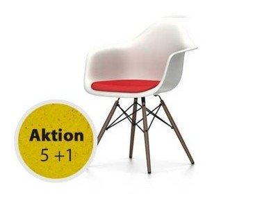Vitra Eames Plastic Armchair DAW mit Sitzpolster Untergestell Ahorn dunkel