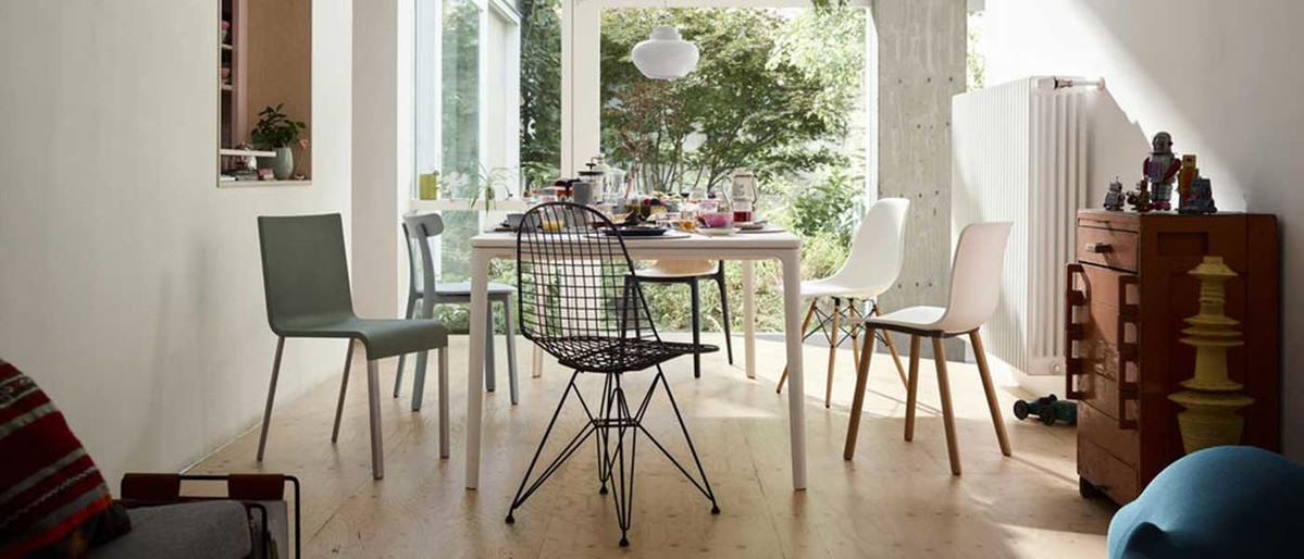 Vitra-Home-Stories-Winter-1819-AD Plate-Dining-Table-Eames-Wire-Chair-DKR-.03-Hal-Wood-All-Plastic-Chair-Belleville-chair-Wood-Eames-Plastic-Chair-DSW